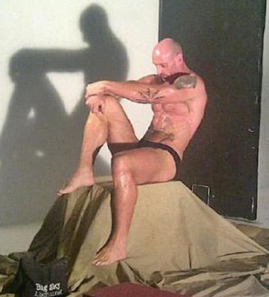 Gareth Thomas nearly naked