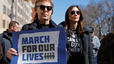 Paul McCartney Marches In Memory of John Lennon at March for Our Lives New York - Video