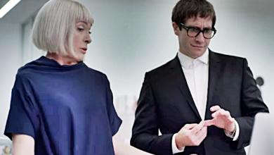 "FIRST LOOK: Jake Gyllenhaal Plays Gay Art Critic in Horror Thriller ""Velvet Buzzsaw"""
