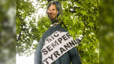 Kentucky Right-Wing Anti-Lockdown Protestors Hang Democrat Gov Beshear In Effigy With Sign Quoting John Wiles Booth